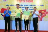 Điền kinh TP HCM trao thưởng cho VĐV xuất sắc