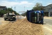 2 xe tải chở vật liệu xây dựng tông nhau, nát đầu
