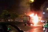 Cabin xe tải cháy trơ khung trên đường Cộng Hòa