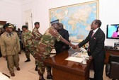 Bị buộc từ chức, tổng thống Zimbabwe tuyệt thực