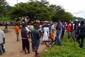 Xe buýt đâm vào cây, 59 người thương vong