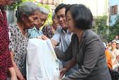 PNJ tặng 800 phần quà Tết cho người nghèo