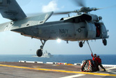 Trực thăng MH-60 rơi trên tàu sân bay Mỹ ngoài khơi Philippines