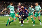 Messi trở lại, Barcelona thua tệ hại Real Betis ở Nou Camp