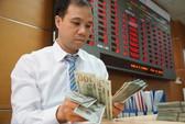 Giá USD ngân hàng tăng mạnh, vàng SJC vẫn lặng im