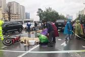 Người thân khóc ngất bên thi thể thanh niên bị tai nạn dưới trời mưa rét 12 độ