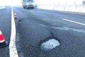 Đường cao tốc Đà Nẵng - Quảng Ngãi: Thi công ẩu, vật liệu kém thì mau hỏng thôi!