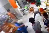 Kinh hoàng thiếu niên 15 tuổi đâm người loạn xạ tại tiệm game