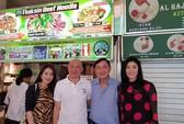Rộ ảnh anh em bà Yingluck ăn