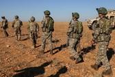 Xe bọc thép chở nhóm binh sĩ Mỹ đầu tiên rút khỏi Syria