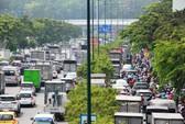 Kẹt xe khủng khiếp cửa ngõ sân bay Tân Sơn Nhất trưa 25 Tết