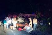 Xe khách lao xuống vực 100 m, 20 người thương vong