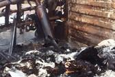 Xe container lật ngang rồi bốc cháy dữ dội, 2 người tử vong trong ca-bin