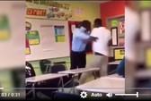 Trường học bắt học sinh phải cười khi đi ở hành lang