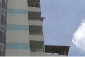 Thanh niên khỏa thân, đòi nhảy từ tầng 10 Bệnh viện Đồng Nai