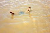 Xuống đập bắt ốc, 2 học sinh tiểu học đuối nước thương tâm