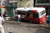 Xe khách mất phanh ở Cát Bà, 10 hành khách bị thương