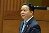 Bộ trưởng TN-MT Trần Hồng Hà ngồi