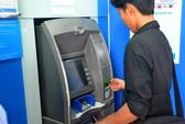 Yêu cầu 4 ngân hàng báo cáo về việc đồng loạt tăng phí rút tiền