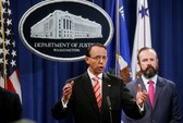 Trước thượng đỉnh Trump-Putin, Mỹ truy tố 12