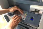 Thẻ từ ATM dễ bị làm giả, chuyển đổi tốn kém