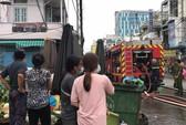 Cháy ngùn ngụt ở căn nhà sát chợ Hòa Hưng, cả khu vực náo loạn