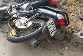 Va chạm, người phụ nữ đi xe máy bị xe tải cán chết ở chỗ