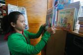 Tận thu sách giáo khoa: Chương trình phá sản vẫn phân phối sách