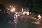 Xe máy tông đuôi xe tải, 2 người thương vong trong đêm
