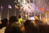Người dân TP HCM mãn nhãn với pháo hoa mừng năm mới 2018