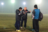HLV Park Hang Seo nổi giận vì sân tập thiếu ánh sáng, thừa diện tích