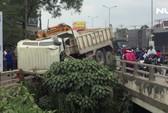 Kịch tính giải cứu tài xế xe ben suýt rơi xuống suối