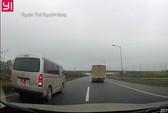 Xe biển đỏ liều lĩnh chạy lùi trên cao tốc Hà Nội-Thái Nguyên