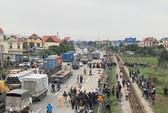 Vụ tai nạn 8 người tử vong ở Hải Dương: Đoàn cán bộ, đảng viên đi viếng nghĩa trang liệt sĩ