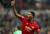 Lukaku, Rashford ghi bàn, Man United bay cao ở St.James' Park