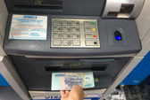 Sẽ xử phạt ngân hàng để máy ATM hết tiền, không hoạt động