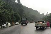 Tai nạn liên hoàn khiến 4 ôtô hư hỏng, 4 người bị thương