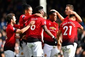 Pogba tỏa sáng, Man United soán chỗ Chelsea ở Top 4