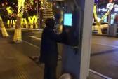 Hack buồng điện thoại công cộng để truy cập Internet