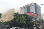 Clip, ảnh cháy lớn tại tổ hợp khách sạn, bar, kaoraoke cạnh bệnh viện