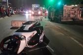 Tài xế xe biển số xanh tông vào dải phân cách, gây tai nạn