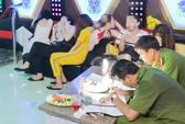 Vĩnh Long: 9 nữ, 11 nam phê ma túy trong quán karaoke Happy Garden
