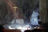 """Cháy Nhà thờ Đức Bà Paris: """"Phép mầu"""" giữa đống tro tàn"""