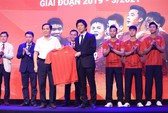 Dàn sao đội tuyển Việt Nam rạng rỡ trong ngày có nhà tài trợ mới