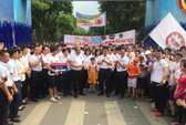 Phó Thủ tướng cùng hơn 8.000 người đi bộ kêu gọi