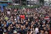 Lãnh đạo Hồng Kông đối mặt sức ép