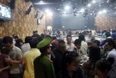 Đột kích quán bar, hàng trăm