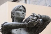 Bức tượng tai tiếng