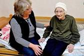 Mời cụ bà 105 tuổi đi học mẫu giáo