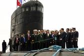 Thủ tướng thị sát tàu ngầm Kilo của Việt Nam